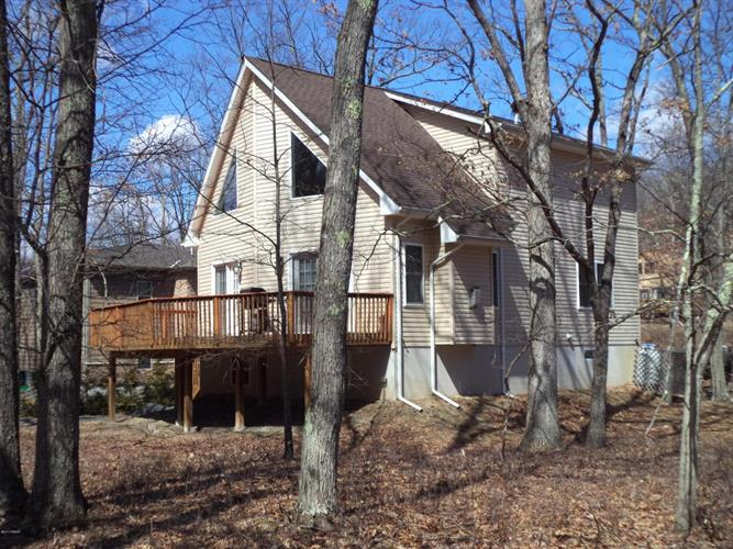 172 Constitution Dr, Lackawaxen, PA 18435