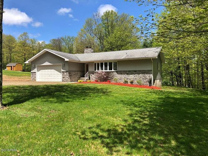 2 Mountain Crest Dr, Lake Ariel, PA 18436