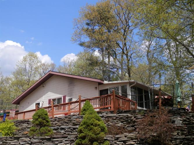101 Nicole Ct, Dingmans Ferry, PA 18328