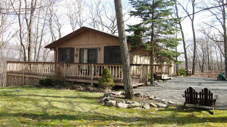 125 Highland Ln, Lords Valley, PA 18428