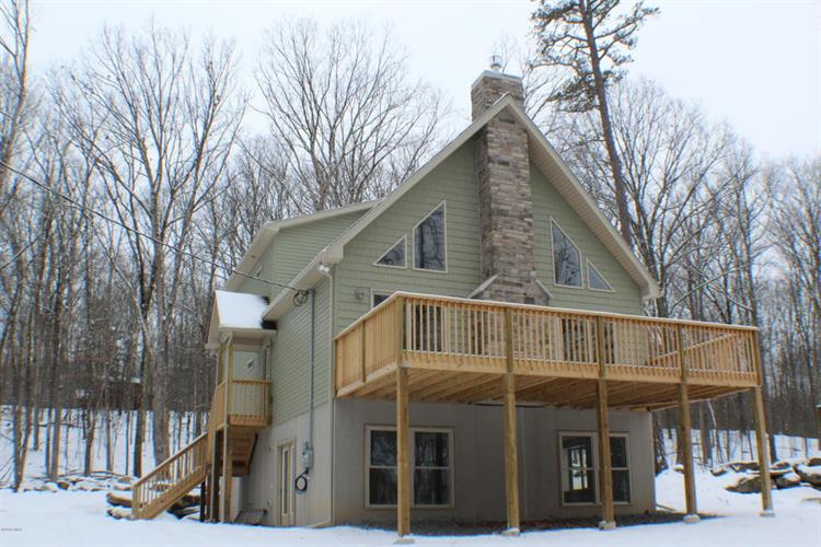306 Falling Waters Blvd, Lackawaxen, PA 18435