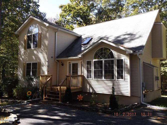 228 Ravenhill Rd, Tamiment, PA 18371