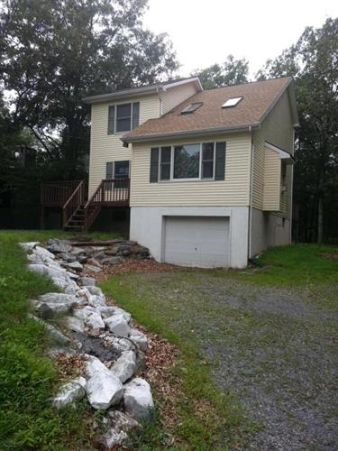 32 Blue Bird Lane, Bushkill, PA 18324