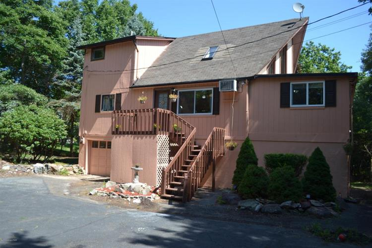 1015 Clover Rd, Long Pond, PA 18334