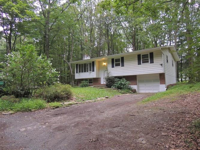 318 Charles Folly Rd, Bartonsville, PA 18321