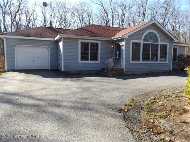 1271 Little Billy Ln, Tobyhanna, PA 18466