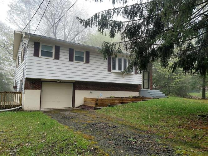114 Lookout Point Rd, Canadensis, PA 18325