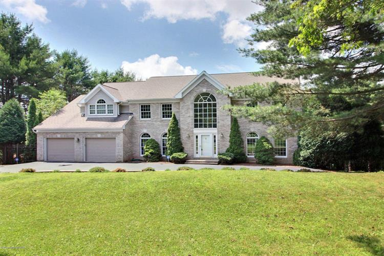 119 Clearview Dr, Scotrun, PA 18355