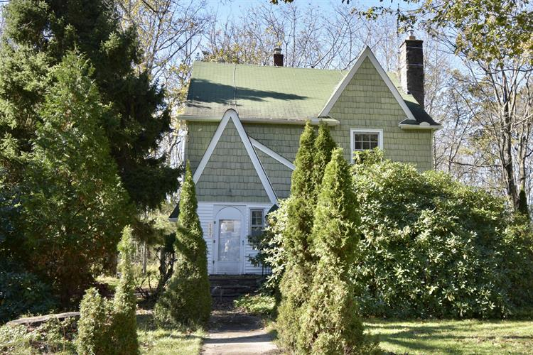 152 Sterling Rd, Mount Pocono, PA 18344 - Image 1