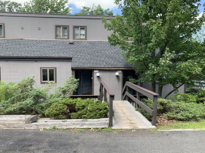 127 Cross Country Ln, Tannersville, PA 18372 - Image 1