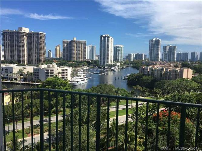 19900 E Country Club Dr, Aventura, FL 33180