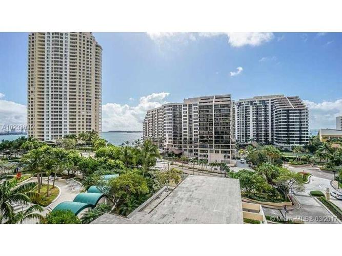 888 Brickell Key Dr, Miami, FL 33131