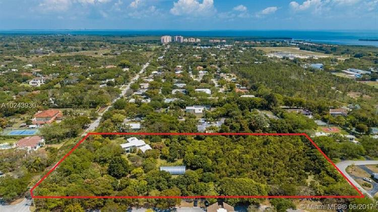 6960 SW 144th St, Palmetto Bay, FL 33158