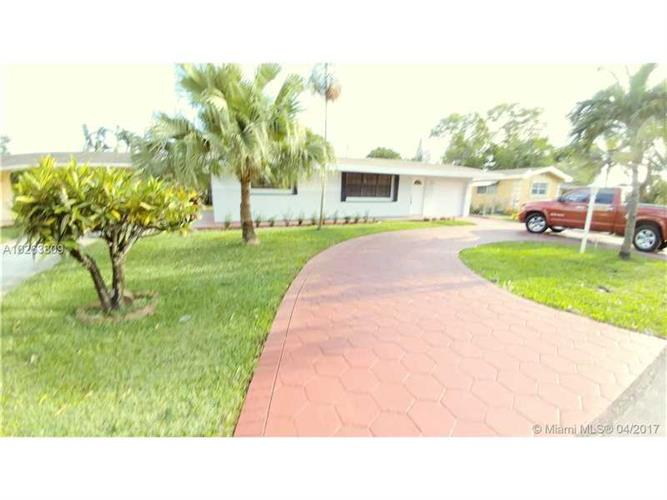 8730 NW 10th St, Pembroke Pines, FL 33024