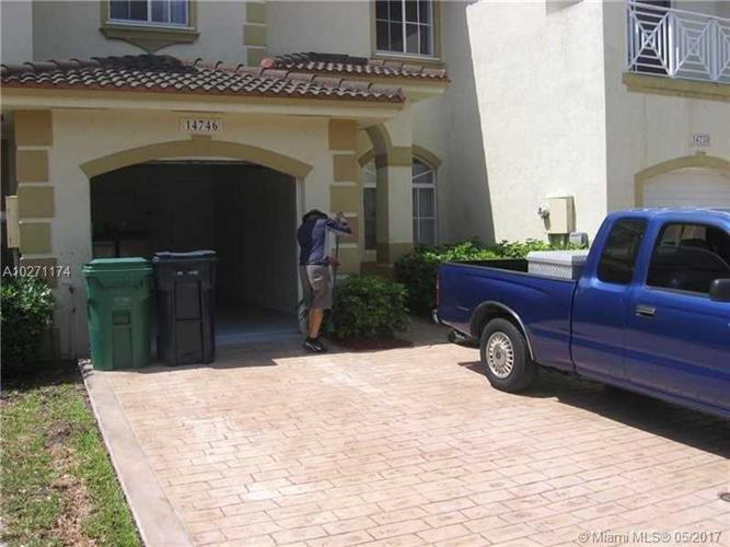 14746 sw 22nd ter 14746 miami fl 33185 mls a10271174 for 2300 sw 22 terrace