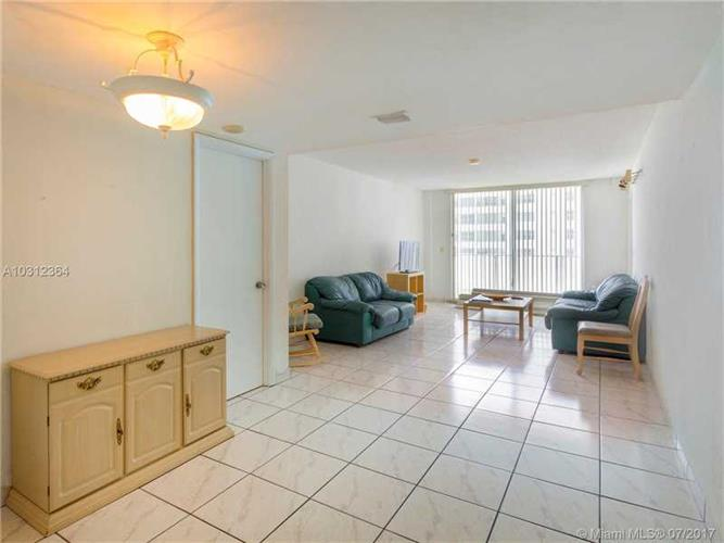 9273 collins ave surfside fl 33154 for sale mls a10312364 for 2 bedroom suites on collins avenue