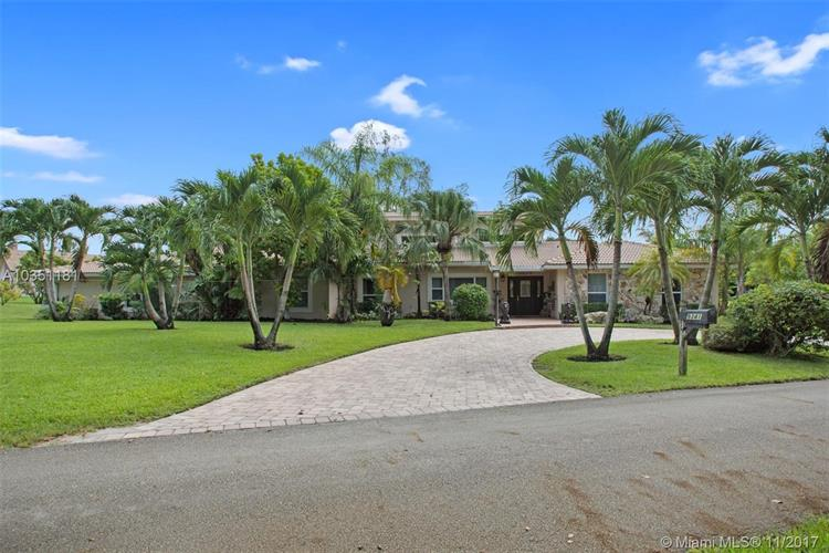 9341 NW 44th Pl, Coral Springs, FL 33065
