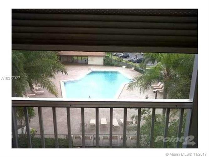12500 SW 5th Ct, Pembroke Pines, FL 33027