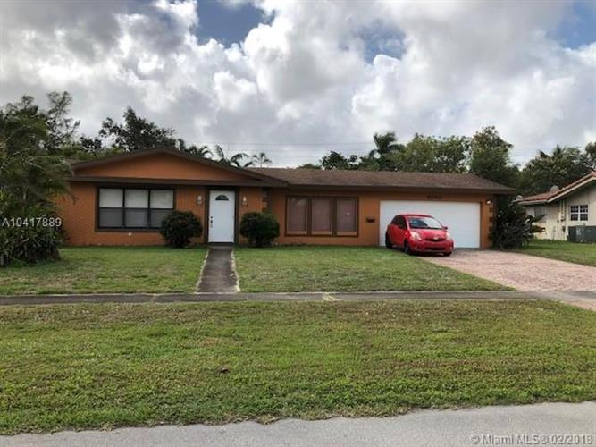 4660 NW 8th Dr, Plantation, FL 33317