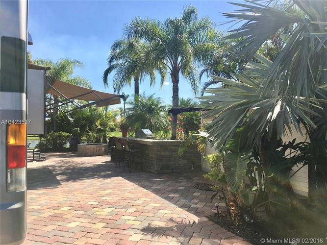 3124 E RiverBend Resort BLvd, Labelle, FL 33935