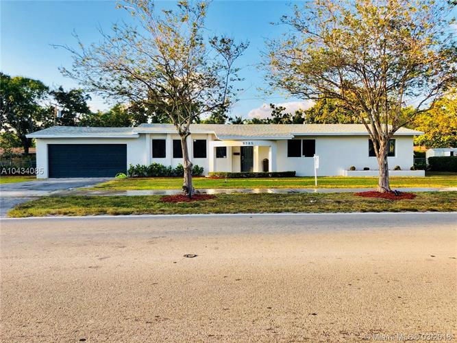 8385 SW 152nd St, Palmetto Bay, FL 33157