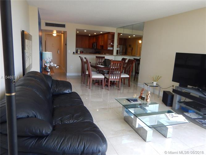 20100 W Country Club Dr, Aventura, FL 33180