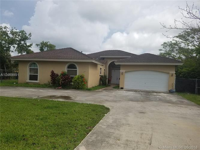 15461 SW 274th St, Homestead, FL 33032