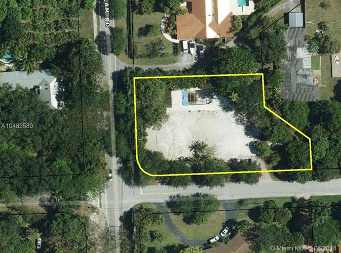 6685 SW 94th St, Pinecrest, FL 33156
