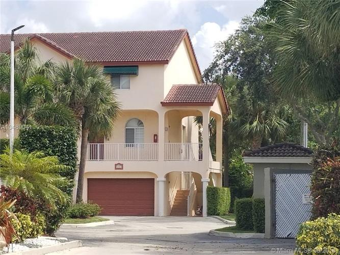 2447 NE 14th St, Pompano Beach, FL 33062 - Image 1