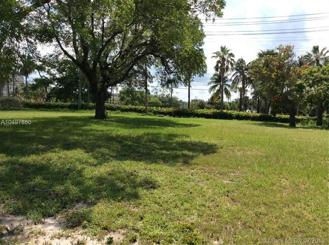 7 N B St, Lake Worth, FL 33460