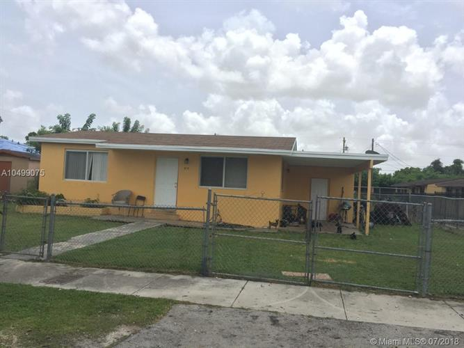 915 NW 10th St, Florida City, FL 33034