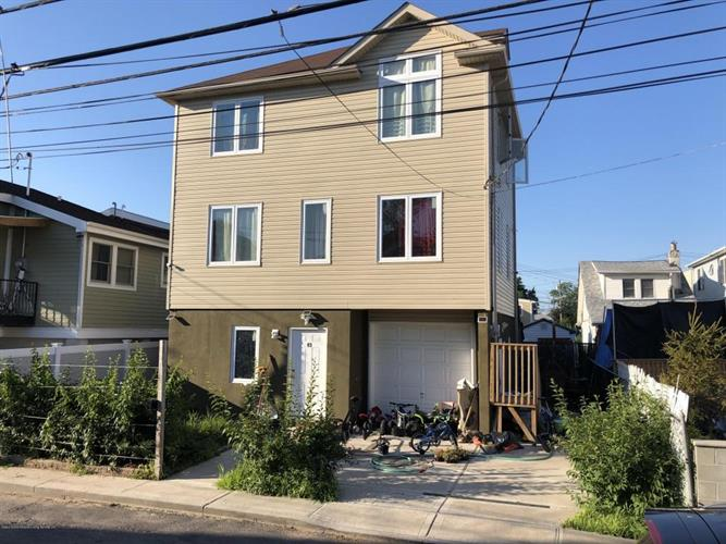 49 Center Place, Staten Island, NY 10306 - Image 1