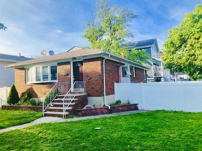 167 Ebbitts Street, Staten Island NY 10301 For Rent, MLS # 1129305,  Weichert com