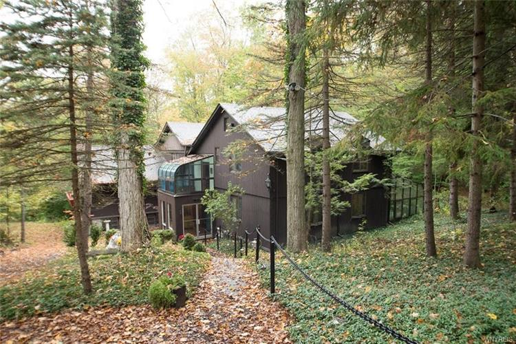 6178 Hunters Creek Road, South Wales, NY 14139