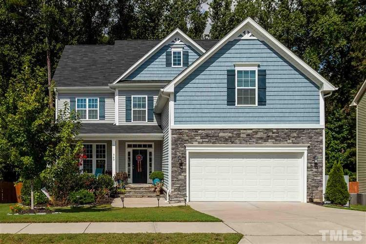 569 Crimson Oak Lane, Fuquay Varina, NC 27526
