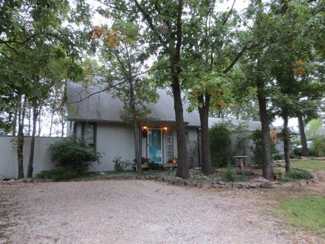 1058 CR 220, Eureka Springs, AR 72631