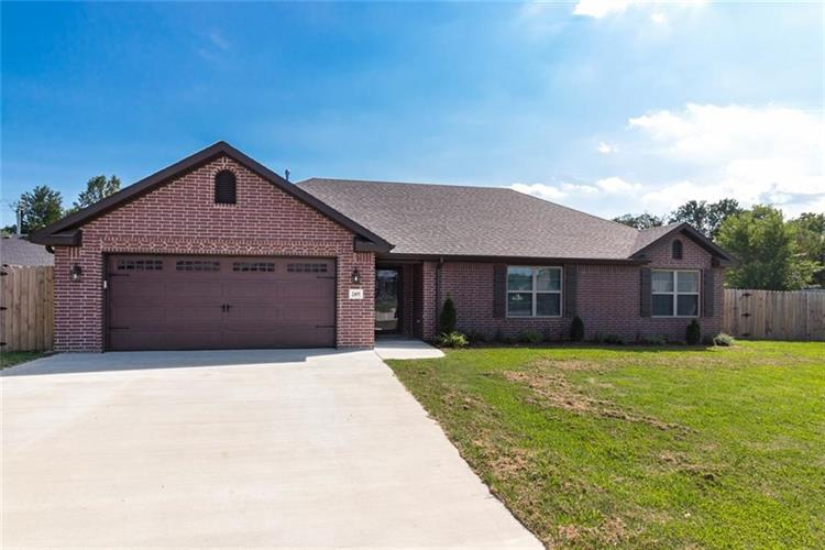 2495 Sara Alice  CT, Fayetteville, AR 72701