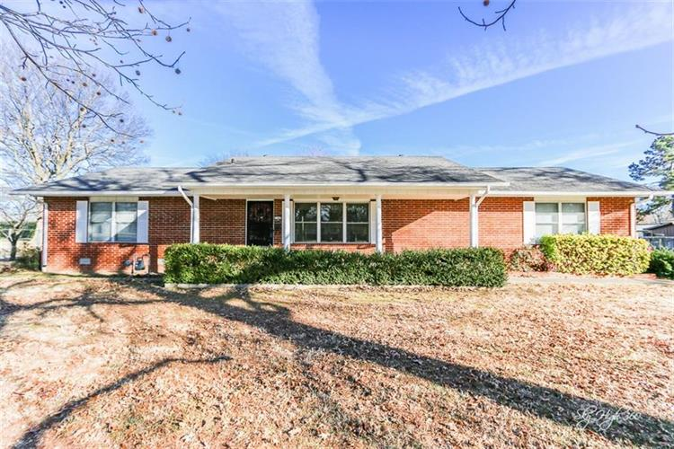 1107  N West End  ST, Springdale, AR 72764