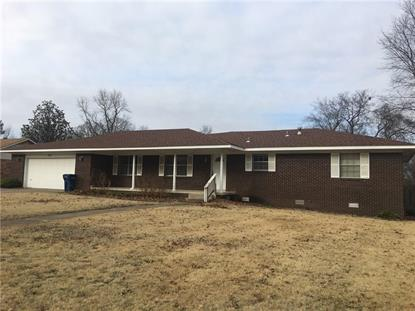 2121  W Jefferson  ST Siloam Springs, AR MLS# 1101082