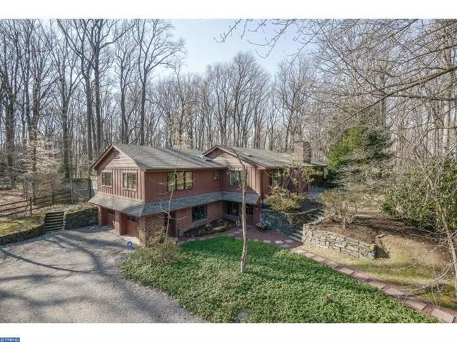 6631 LAUREL RD, New Hope, PA 18938