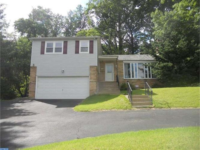 3304 MANOR RD, Huntingdon Valley, PA 19006