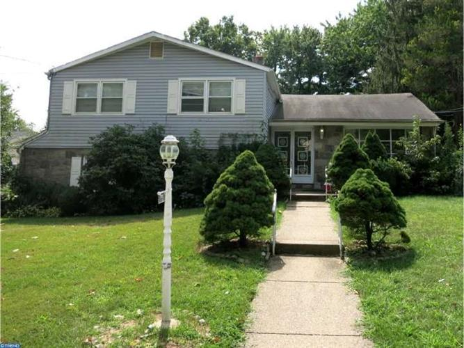 322 MONMOUTH DR, Cherry Hill, NJ 08002