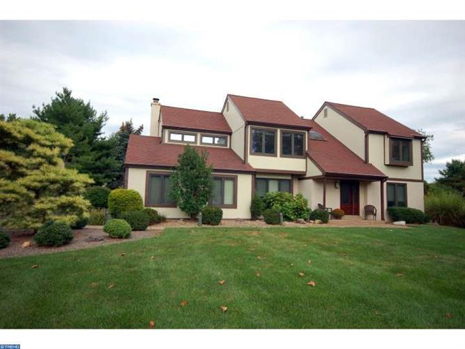 18 HAMILTON CT, Lawrence, NJ 08648