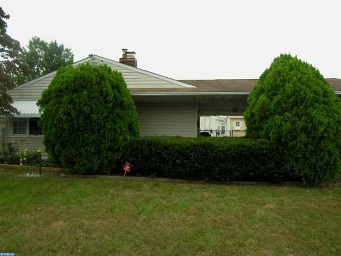 27 FREEDOM LN, Levittown, PA 19055