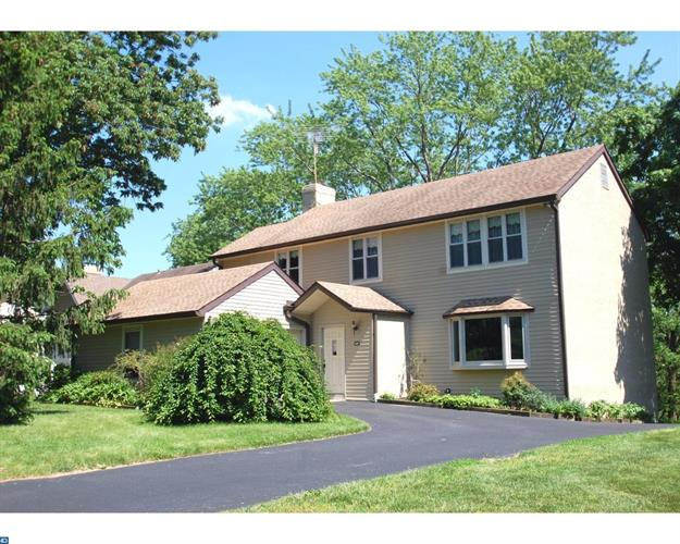 205 DRAKES DRUM DR, Bryn Mawr, PA 19010