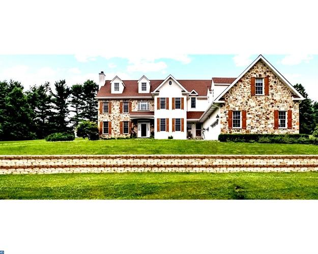 3135 HOLLOW RD, Malvern, PA 19355