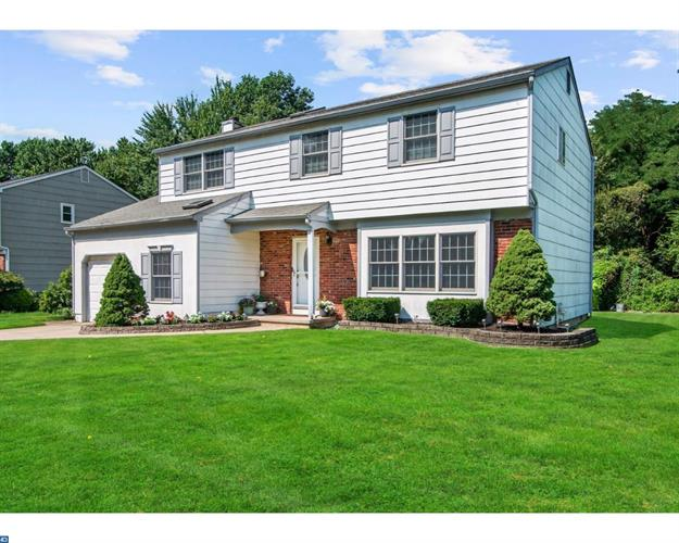 5 MINDY DR, Moorestown, NJ 08057