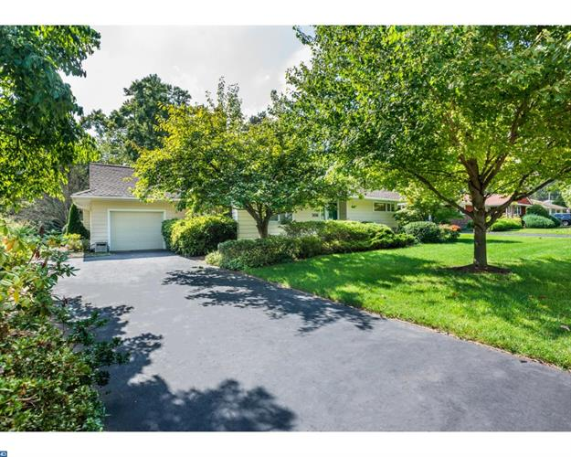 306 PEMBROOK AVE, Moorestown, NJ 08057
