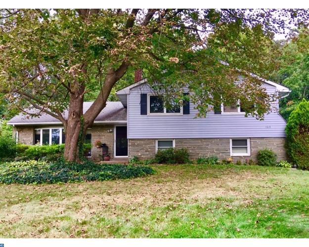 123 FOREST RD, Moorestown, NJ 08057