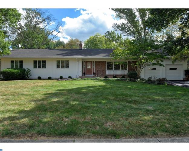 10 HATHAWAY DR, West Windsor, NJ 08550